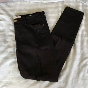 Frame le skinny de jeanne black ripped jeans 28